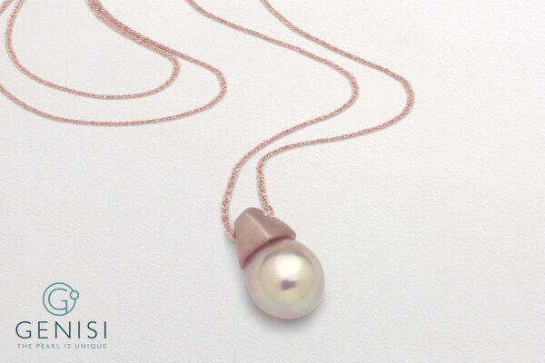 Collier con perla rosa Kasumiga montata su elemento in argento satinato placcato oro rosè
