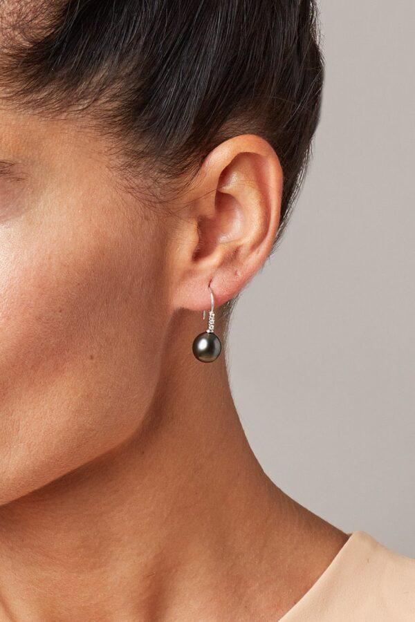 orecchini ad amo con perla Tahiti e diamanti GP_037_I