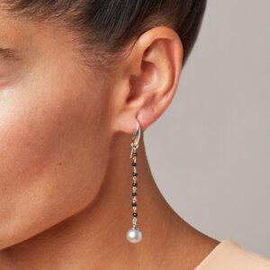 Orecchini rosario con perle grigie e spinelli