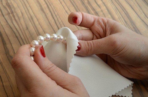 Cura delle perle. Pulitura delle singole perle